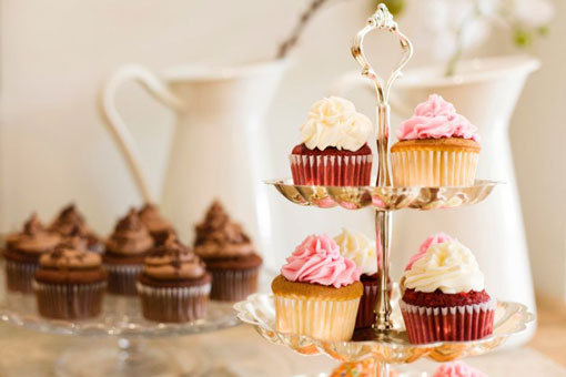 beautiful, chocolate, cream, cupcake, cupcakes, delicious, dessert, flower, frosting, lovely, nice, pastel, photo, photography, pink, pretty, snack, vase, white, yummy