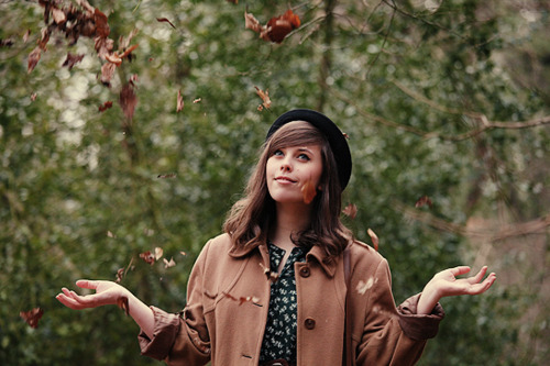 blogger, camel, carrie, coat, fashion, forest, girl, green, hat, leafs, style, vintage, wishwishwish, woods