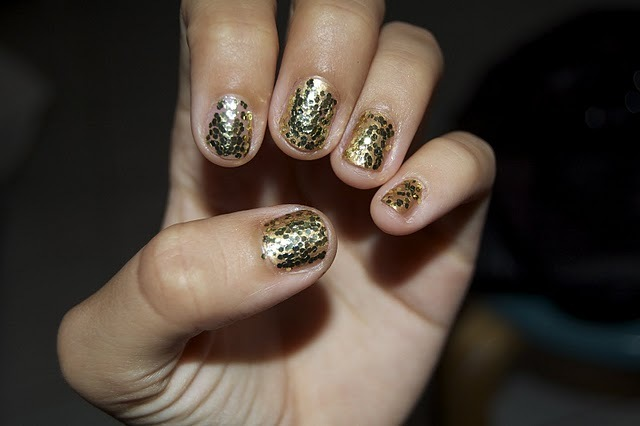 cool, glitter, gold, gold nail polish, gold nails