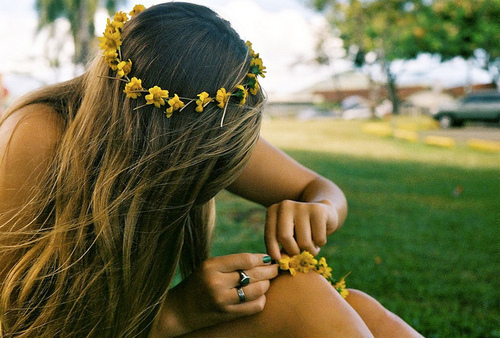 crown, flower, girl and grass