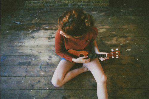 girl, hair, legs, model, skinny, thin, thinspiration, thinspo, tiny, ukelele