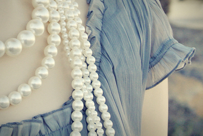 beautiful, blue, books, cute, fashion, girl, jewelry, necklace, pearls, perles, pretty, shirt, top, vintage