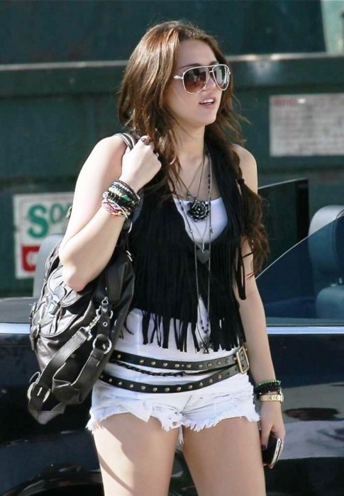 belt, bracelet, bracelets, candid, celeb, celebrities, celebrity, celebs, cyrus, girl, glasses, miley, miley cyrus, miley style, necklace, necklaces, purse, shades, shorts, streetstyle