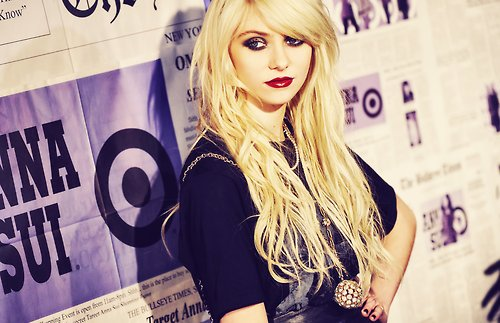 blonde, blonde hair, celebrity, cute, dark, edgy, event, famous, fashion, girl, gossip girl, hair, jenny humphrey, lipstick, make up, pretty, purple, taylor momsen