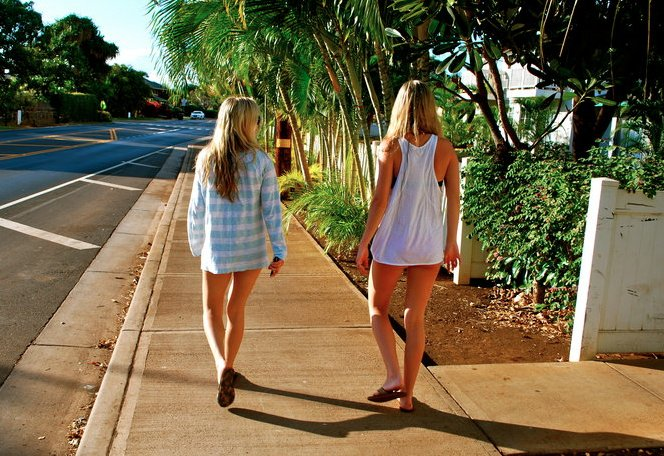 blonde, cute, fashion, flip flops, friends