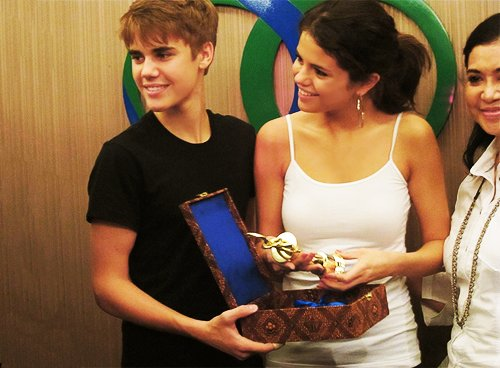 couple, cute, jelena, justin bieber, selena gomez, ugly couple
