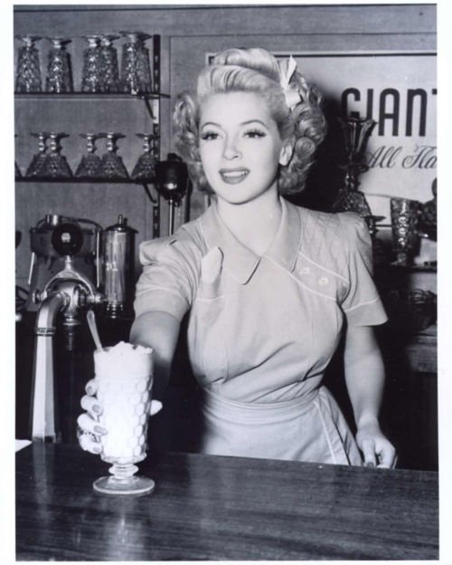 1950s, 50s, black and white, diner, dress, grattis hanna, makeup, milkshake, soda shop, vintage, vintage hair