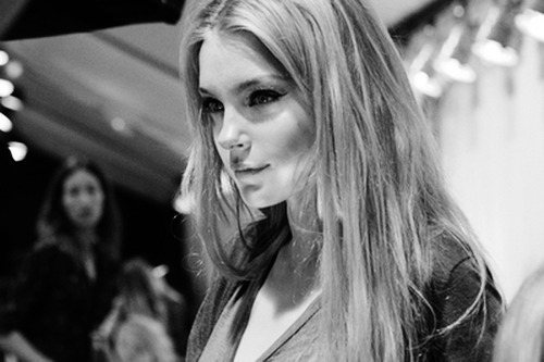amazing, backstage, black, black and white, blonde hair, cute, eyeliner, eyes, fashion, fashion backstage, fashion show, girl, hair, jessica stam, lights, make-up, model, nose, pretty, pretty eyes, smile, straight hair, t-shirt