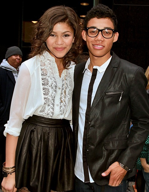 ashion, boy, friends, girl, roshon fegan, shake it up, zendaya, zendaya coleman