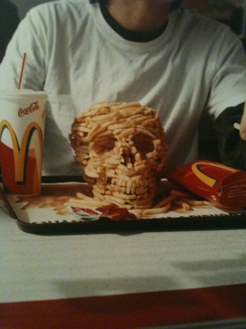 chips, death, die young, eat shit, frieeeeeees, health, true, junk food, stop eating this, photography, wake up, sutyimo, skull, fries