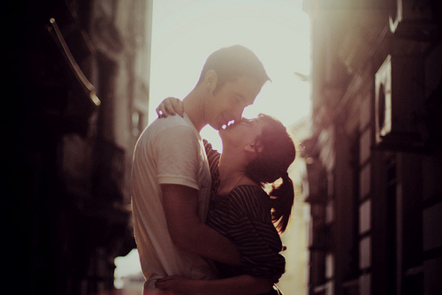 couple, cute, kiss, kissing, love, pretty, romantic, summer, sunlight, sweet, tall