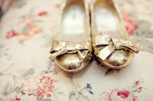 ballet flats, fashion, gold, separate with a comma