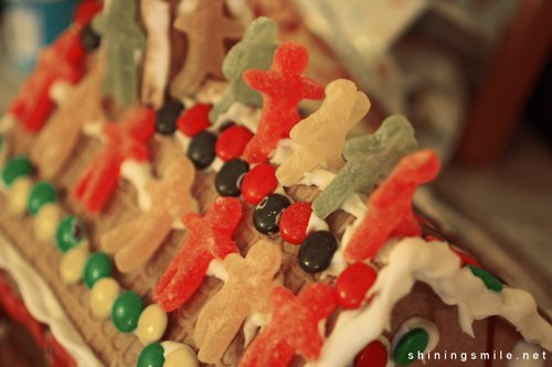 christmas, food, gingerbread, gingerbread house, green, house, jelly men, photography, pretty, red, santa, shiningsmile, snow, sweets, winter, yellow