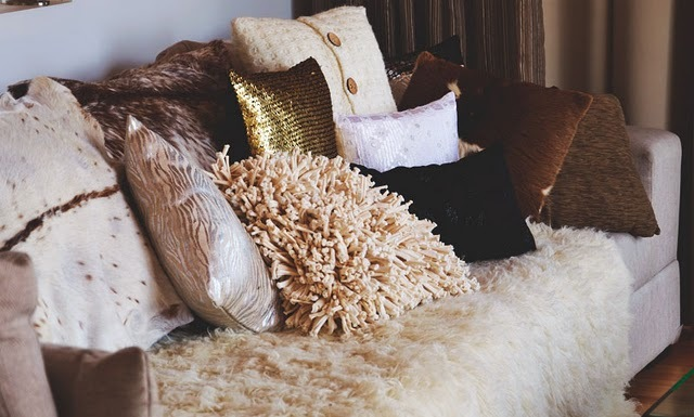 cosy, couch, livingroom, messy, pillow