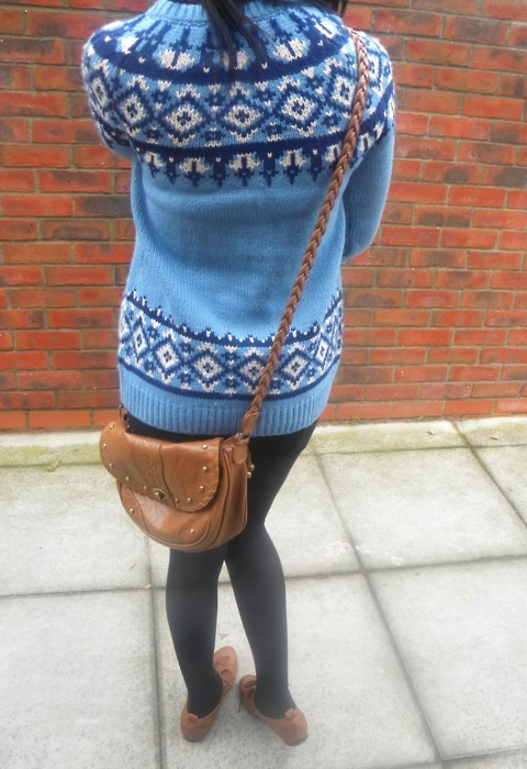 blue, blue sweater, boots, brick wall, bricks, fashion, girl, jersey, jumper, knitted jersey, knitted sweater, knitwear, photography, satchel, style, sweater, vintage, vintage boots