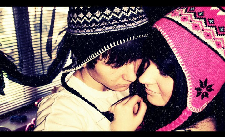 christmas, couple, cute, hats, kiss