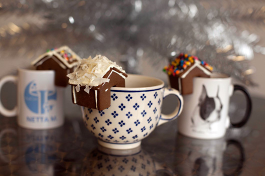 coffee, food, gingerbread, gingerbread house, modcloth