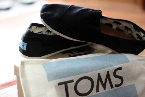 sneakers, toms, toms shoes
