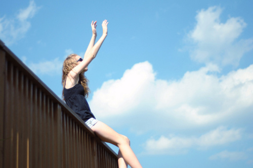 arms, cute, fashion, fence, girl, hands, happy, inspiration, photography, photograpy, pretty, sky