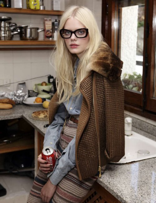bleach blonde, blonde, coke, cola, fashion, geek, geek glasses, jean, knit, model