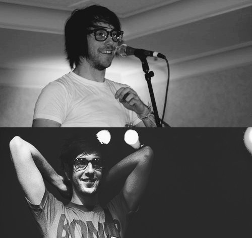 alex gaskarth glasses | Tumblr
