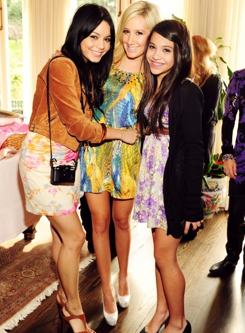 ashley tisdale, beautiful, blonde, brunette, girls, stella hudgens, vanessa hudgens