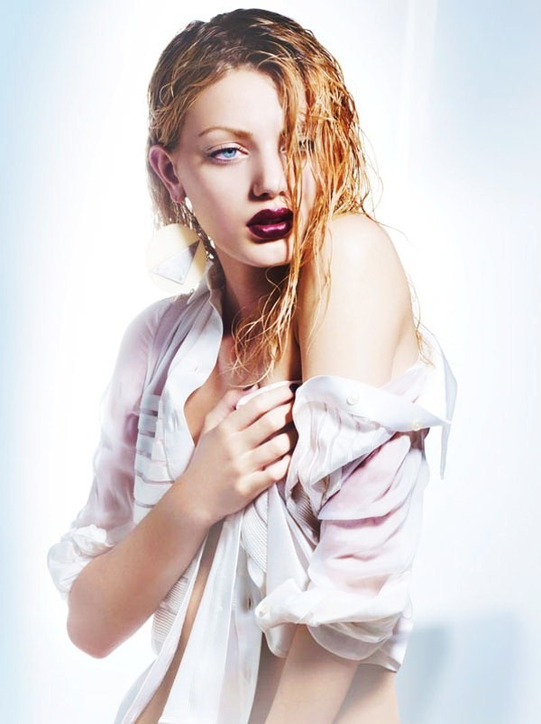 blonde, blue eyes, bregje heinen, cool, dark lips, earrings, fashion, girl, lipstick, model, photography, pose, shirt, wet