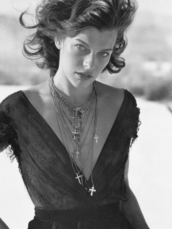 black and white, branco e preto, cross, crosses, fashion, milla jovovich, necklaces, photo, woman