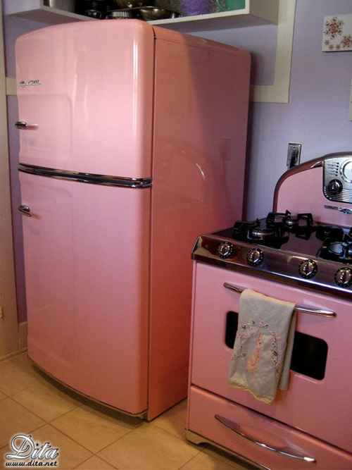 cute kitchen, pink colouring, retro home