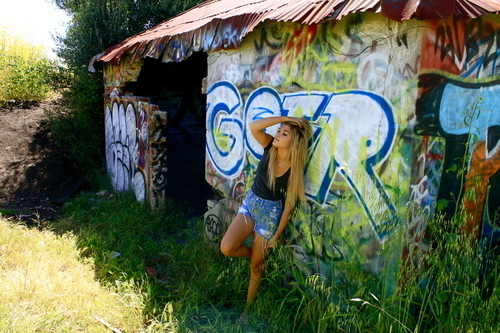 art, beach-fashion, blonde, fashion, grafiti