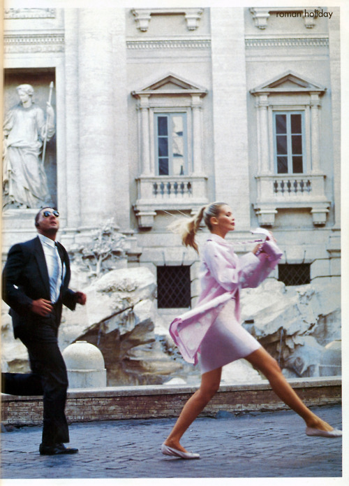 architecture, arthur elgort, claudia schiffer, december 1994, italy, pink, polka dot, raincoat, roman holiday, rome, trevi fountain, vogue, walk, white